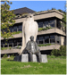 Picture of a statue in front of Gulbenkian